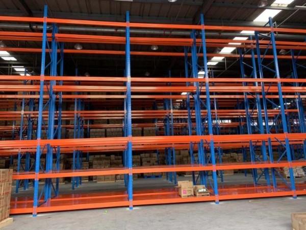 仓储重型货架为什么都是蓝橙配色?货架制造为你解答!