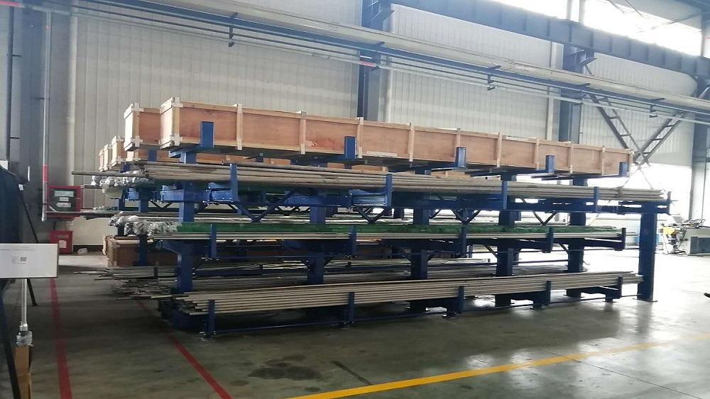 南京货架生产厂家:手摇伸缩式悬臂货架定制案例