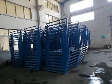工厂中的巧固架 (1)