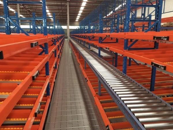 有哪些仓储货架可以利用货物自重来运输货物?森沃仓储带你了解!