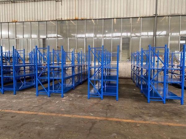 森沃仓储向您展示三立柱层板货架实拍图片