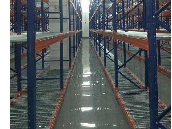 货架钢层网在仓库中的使用