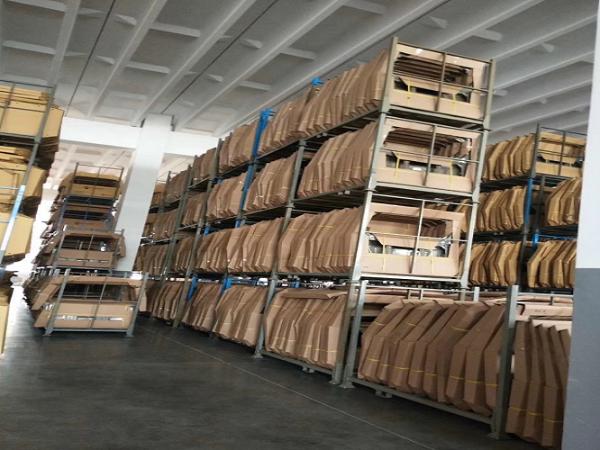 仓库中使用的堆垛架